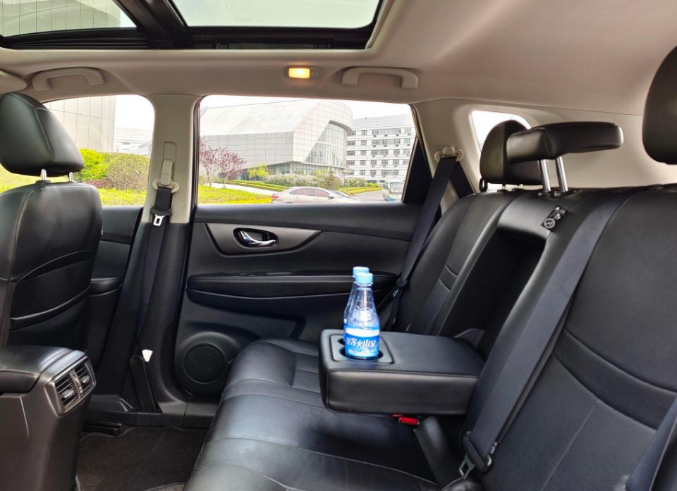 2015-03 日产 奇骏 2015款 2.0L CVT舒适MAX版 2WD